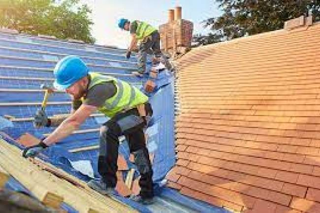 What Are The Factors That Should Consider While Hiring Roofing Contractors?