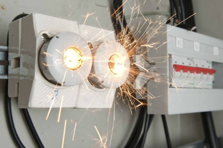 6 Tips to Avoid Electrical Hazards at Home or Workplace