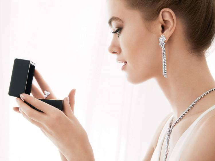 Top Reasons To Consider Purchasing Women's Jewelry Online